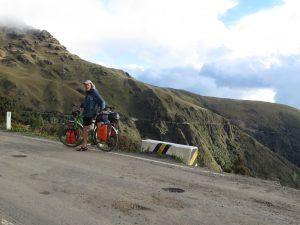 ...die Straße im Hintergrund führt 58km bergab